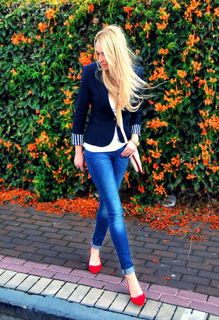 J Crew Maritime navy blazer, white tee, rolled skinnies, & pointy-toed Nine West red pumps