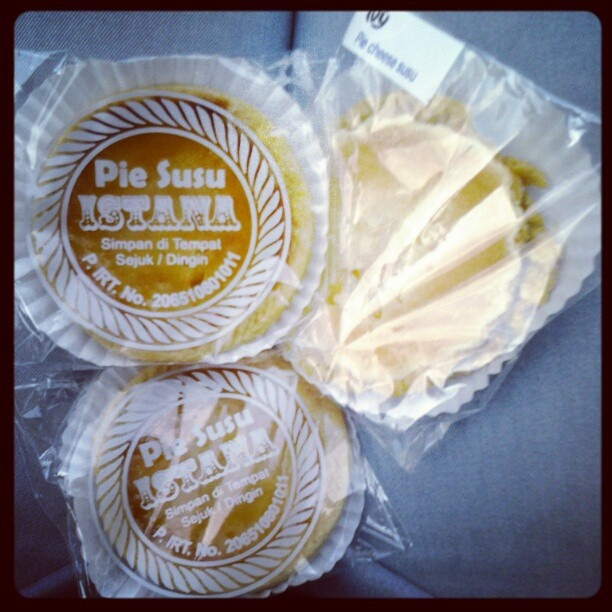#pie #susu #istana #snack #instadonesia #instafood  #cheese ♥ - @reginapitupulu- #webstagram