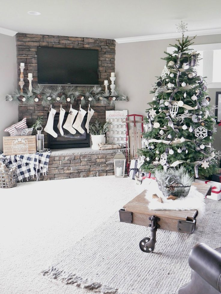 25 Best Ideas About Christmas Living Rooms On Pinterest Stockings On Tv Christmas Room And