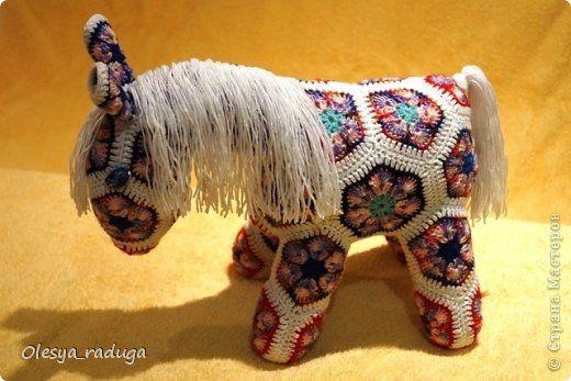 Crochet African Flower Horse Pattern : Toy Master Class Ano Nuevo Crochet MC del caballo con ...