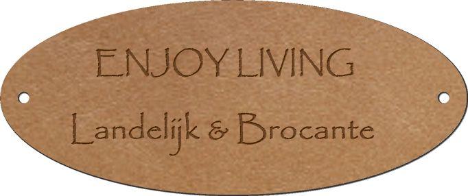 Mooie lederen naamlabels besteld. Leuk voor op de zelfgemaakte kussens / plaids en op de restylede meubels.