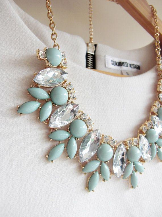 Silver / Gold Mint Green Jewel Crystal por AnneEmmaJewelry en Etsy