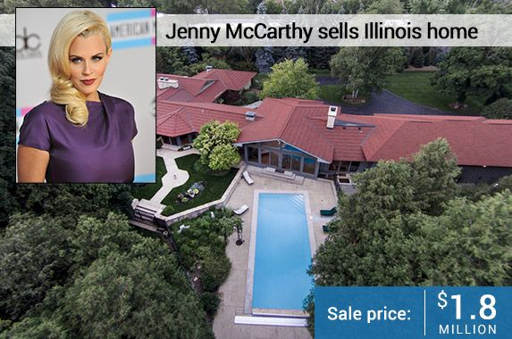 Jenny McCarthy sold her 6,700 square foot home in Genevea, Illinois for US$1.8 million.