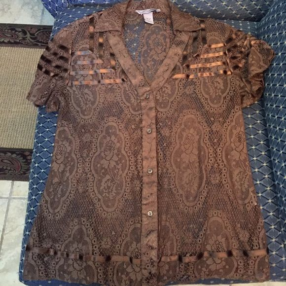 H&M top🎉Free Shipping 🎉 Cute top, beautiful lace medallions and roses design. Fits small USA H&M Tops Blouses