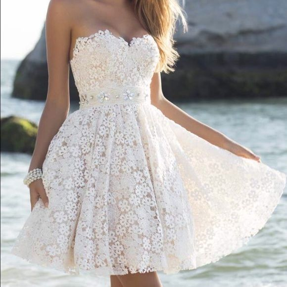 Ivory homecoming dress; new Short, lace, ivory, homecoming dress. It's a size 4 and has only been worn once! Dresses Midi