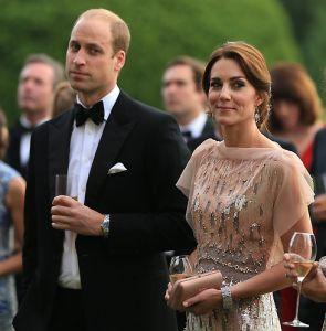 Принц Уильям высмеял Кейт Миддлтон на глазах у всех http://womenbox.net/stars/princ-uilyam-vysmeyal-kejt-middlton-na-glazax-u-vsex/  Принц Уильям и герцогиня Кейт Фото: Legion-media.ru Принц Уильям высмеял Кейт Миддлтон на глазах у всех Юлия Малинина 23 июня 2016 11:51 Герцогиня пришла на ужин в старом платье В