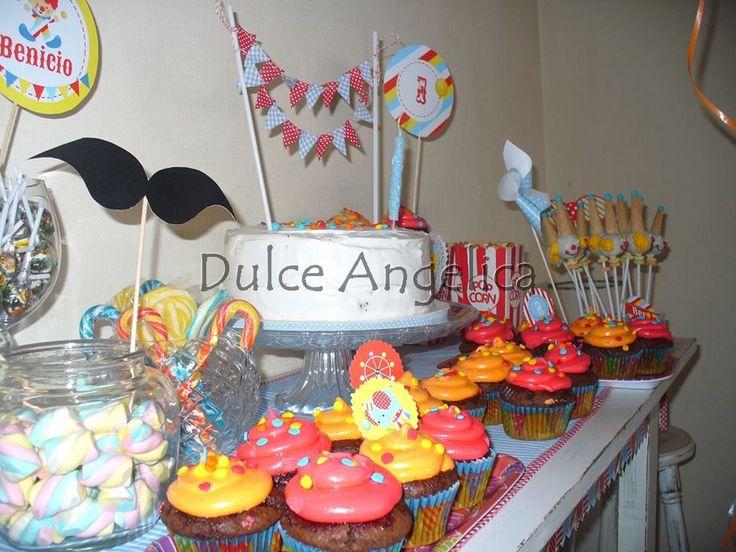 Cupcakes chocolate Popcakes payaso Torta con banderines