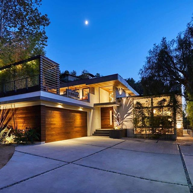 This Mid-Century gem has been rebuilt from the ground up with no expense spared. Only a ¼ mile from PCH, nearby Nobu and Soho House, with Santa Monica's 3rd street promenade. Offered at $3,595,000. @malibone | Malibu Cross-Creek Brokerage.  Web #: 1290573  #sothebysrealty #luxury #luxuryliving #luxuryrealestate #design #malibu #realestate #home #luxurylisting #listing #realtor #california #malibu #losangeles #welcomehome #forsale #poolside #landscape #midcentury #localrealtors - posted by…