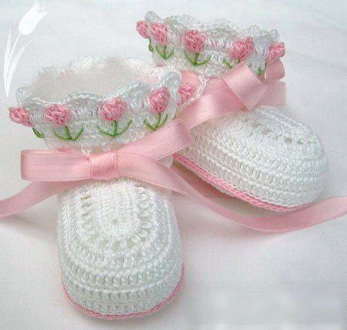 Crocheted baby booties...adorable ❤