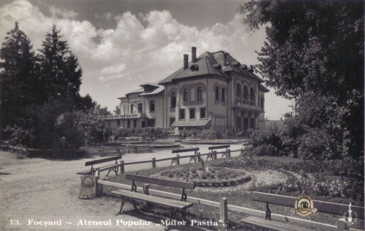 "Focsani - Ateneul ""Maior Gheorghe Pastia"" intr-o vedere din 1938 editata de librarul focsanean Gh. D. Mircea"