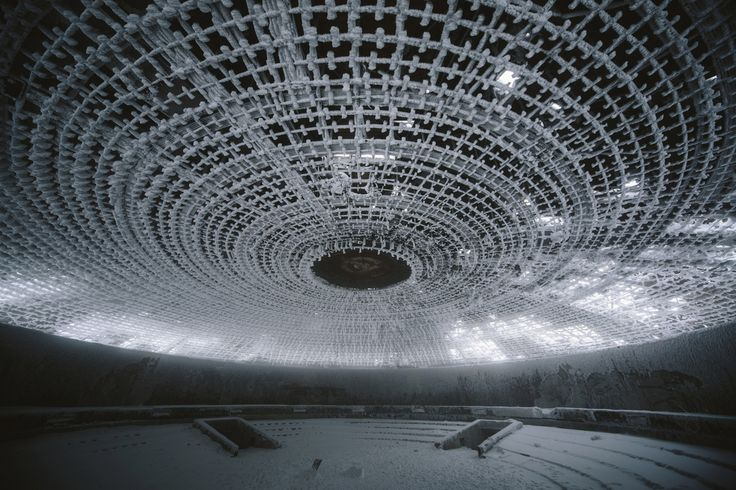 A Buzludzha il monumento ormai fatiscente e spettrale del partito comunista bulgaro. Le foto di Maria Bryzhko