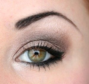 Quick and easy taupe smokey eyes
