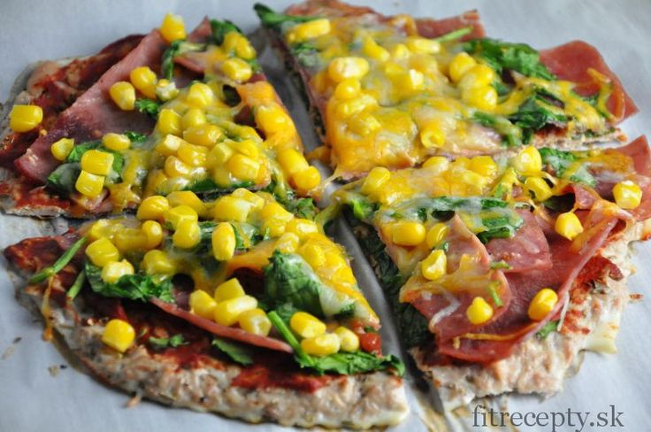 Výborná alternatíva k múčnemu cestu na pizzu s nízkym obsahomkalórií, vysokým podielombielkovín a takmer žiadnymi sacharidmi a tukom. Navyše je táto fitness pizza veľmijednoduchá na prípravu. Vyskúšajte, neoľutujete! :) Ingrediencie (na 1 malú pizzu): 1 (75g) konzerva tuniaka Calvo vo vlastnej šťave 2 bielka cesnakové korenie čierne korenie obloha podľa preferencií Postup:Tie najlepšie recepty aj […]