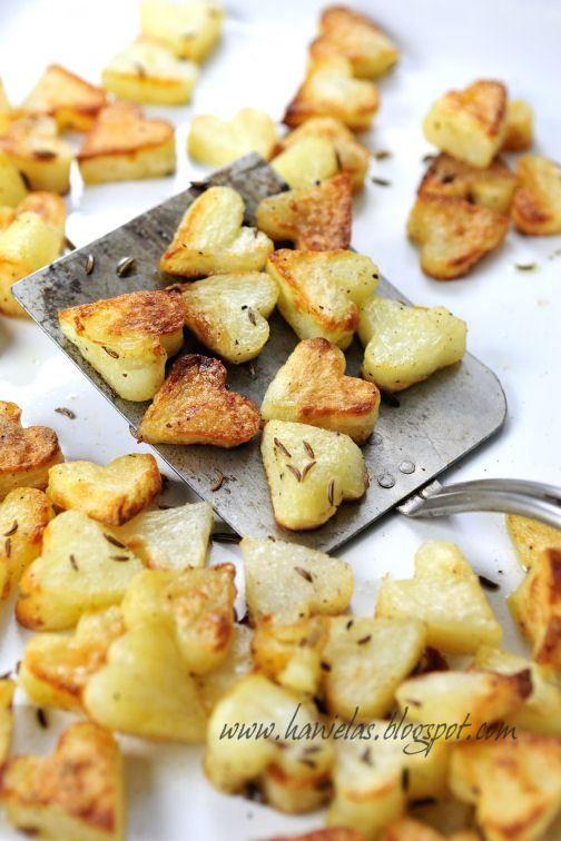 Deliciosa e fácil receita de batata de forno com alecrim em forma de coração para você entrar no pique do dia dos namorados e surpreender seu amor!