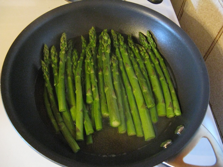 fresh asparagus with garlic and olive oil