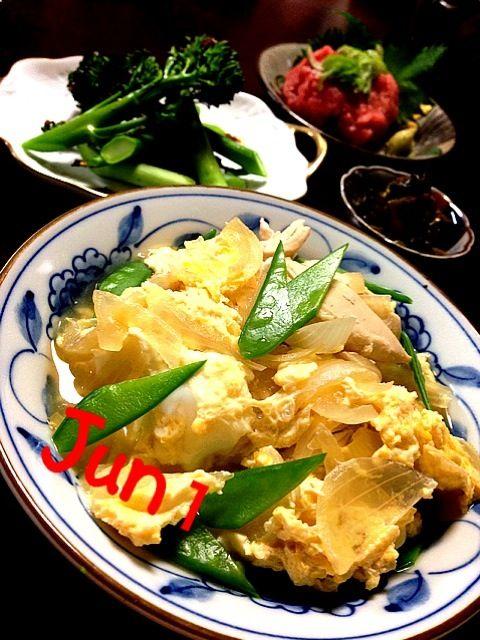 身体に優しい親子丼はご飯の代わりにおぼろ豆腐を使って…  焼きブロッコリーは柚子胡椒と醤油を混ぜた物を添え…  マグロのすき身は大葉とわさびで…  からし高菜はお酒のアテに…  今日も糖質制限食の完成なり  さてさて…  いっただきまぁ〜す - 54件のもぐもぐ - 身体に優しい親子丼焼きブロッコリーの柚子胡椒添え・マグロのすき身・からし高菜 by Jun1Nakada
