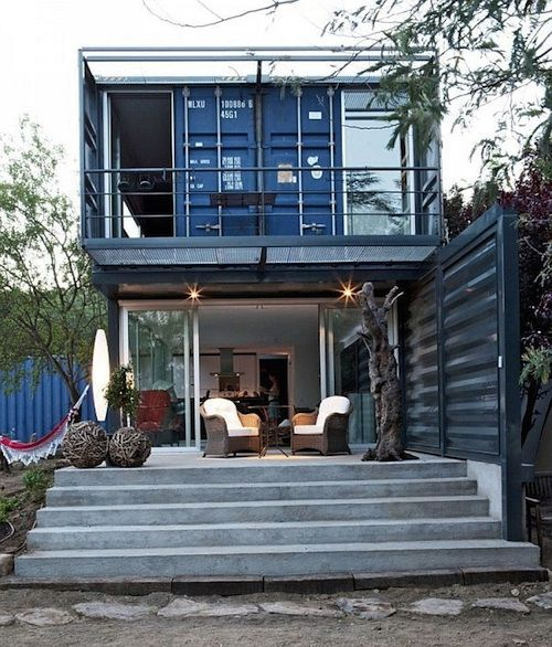 Designed by James & Mau Arquitectura, the Casa El Tiemblo is made of four 40-foot long containers that have been painted blue.