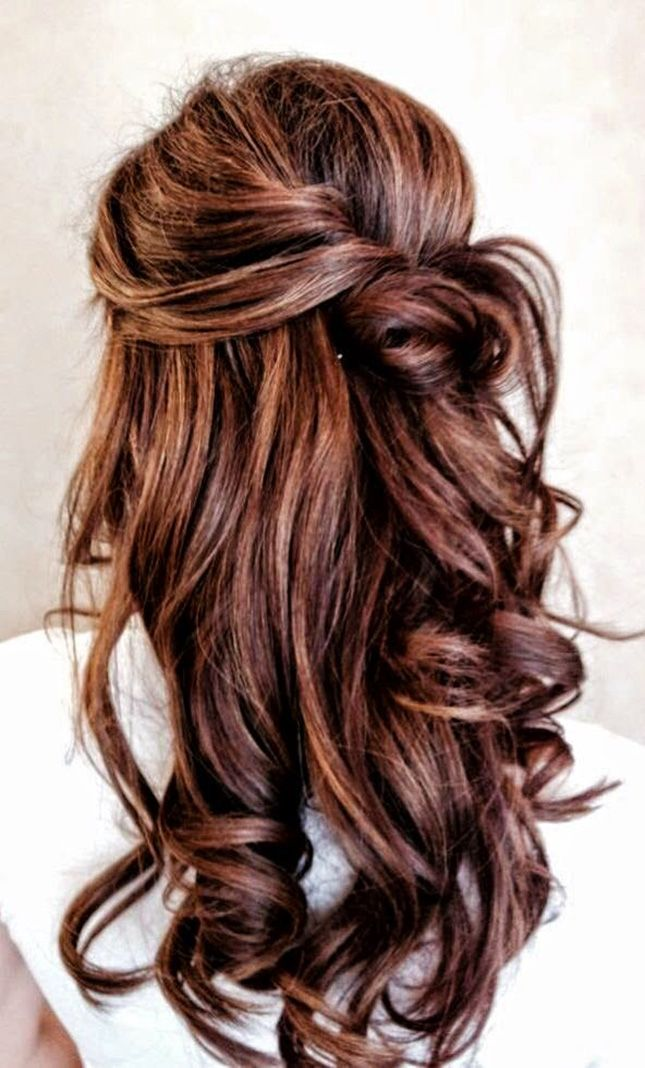Pin + twist your hair to achieve this twisted half updo hairstyle for the winter.