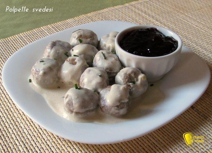 Come preparare in casa le polpette svedesi, morbide e succulente con la loro salsa chiara e cremosa. Da accompagnare con la tipica salsa ai mirtilli