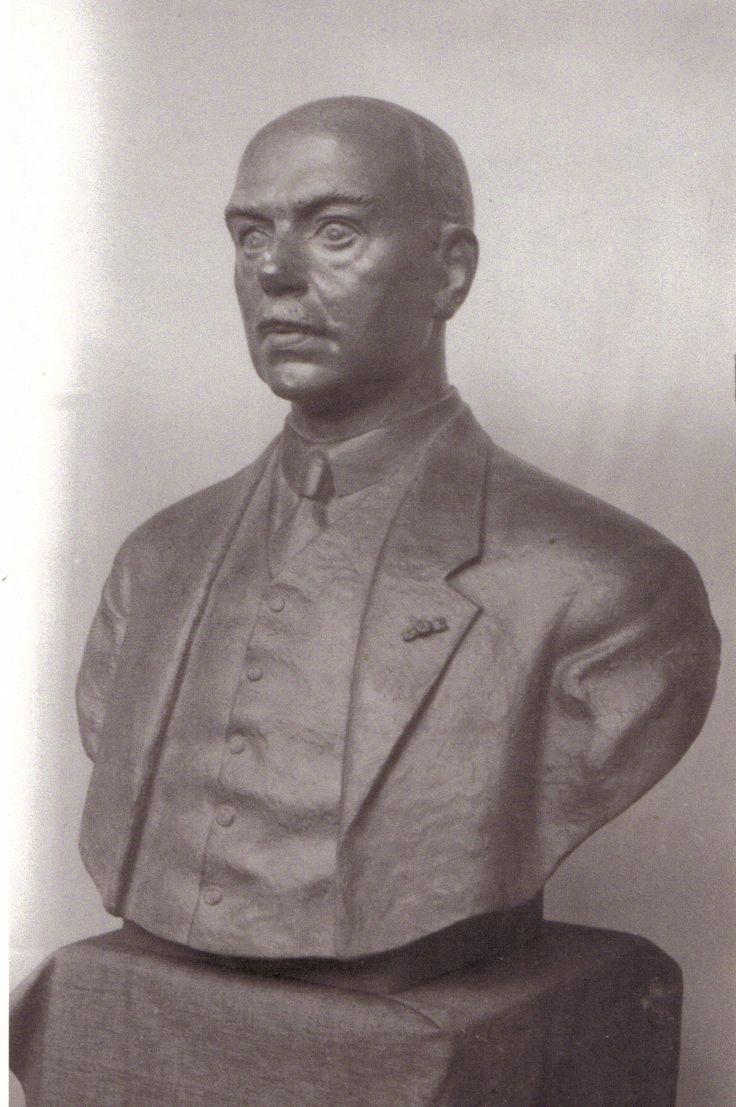 Vereniging Stad en Lande van Gooiland. Na het overlijden van voorzitter Emil Luden werd een groot borstbeeld onthult. Het onthullen was in het  oorlogsjaar  1943.
