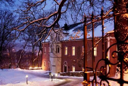 Dwór Górny   BOGDAN VALERIU SANSEVERINO has just reviewed the hotel Dwór Górny in Nowa Ruda - Poland #Hotel #NowaRuda  http://www.cooneelee.com/en/hotel/Poland/Nowa-Ruda/Dw%c3%b3r-G%c3%b3rny/1890573