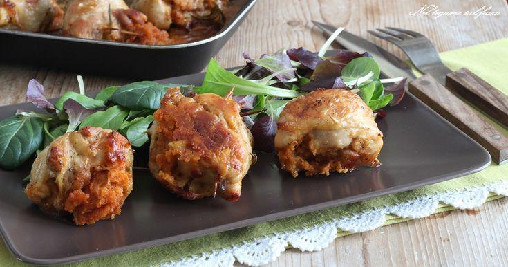 Croccanti fuori, morbide dentro e farcite. Questa è la ricetta delle cosce di pollo ripiene più buona che ci sia!