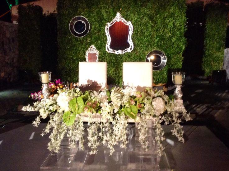 11 best images about mesas de novios on pinterest mesas for Decoracion de mesas para bodas