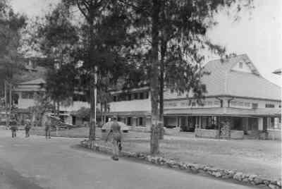 Commandementsgebouwen van de Marine te Soerabaja, Madoerakade, Oedjoeng, Nederlands-Indië, 1947 (Collectie Indisch Herinneringscentrum)