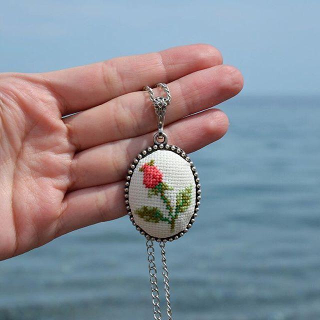 Günaydın! Haydi hep beraber sahile gidelim! ☀️El yapımı çiçek motifli etamin…