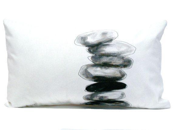 Cojin Piedras pintadas Negro y blanco Almohada por Beccatextile, €24.95