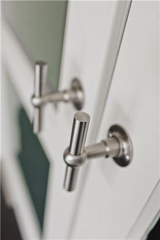 Dørhåndtak FVT110/52 i serien Ferrovia fra Formani. Du finner det hos sogd.no.