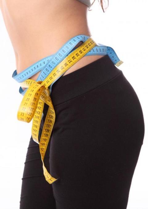 Vous prenez du poids parce que vous sautez d'une fringale à l'autre, parce que vous êtes stressée ? Vous faites de la rétention d'eau, vous avez de la cellulite ou encore un petit ventre rond ? L'homéopathie peut vous aider. Explications avec le Dr. Albert-Claude Quemoun.