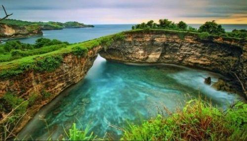 Broken Beach di Bali