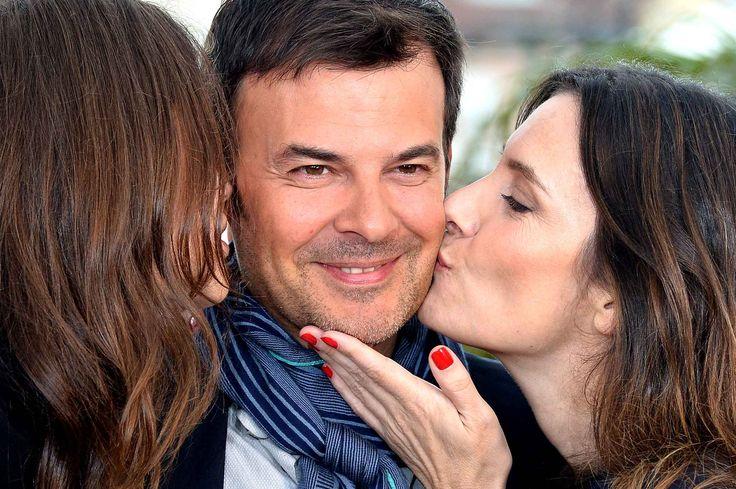François Ozon est l'homme le plus chanceux de cette journée. AvecGéraldine Pailhas etMarine Vacth sur ses joues, il a du faire beaucoup de jaloux.