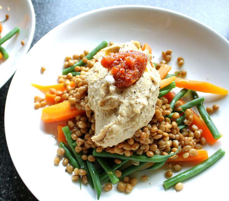 Oppskrift sunn enkel rask middag lunch grønnsaker linser hummus gulrot aspargesbønner pesto