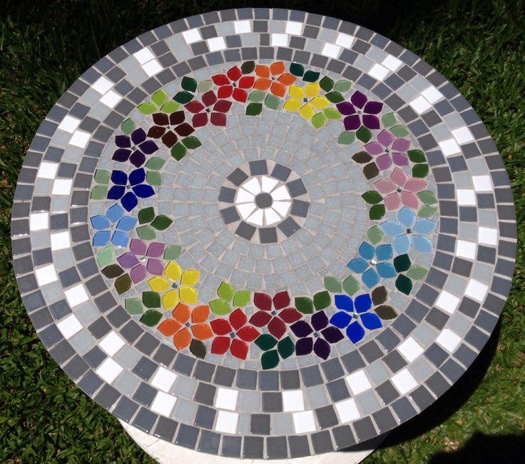 Carretel reciclado / mesa em mosaico
