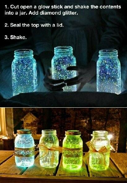 Glow in the dark sparkling jarsGlow Sticks, Soft Lights, Glow Jars, Outdoor Parties, Cool Ideas, Mason Jars, Summer Night, Diy, Glitter Jars