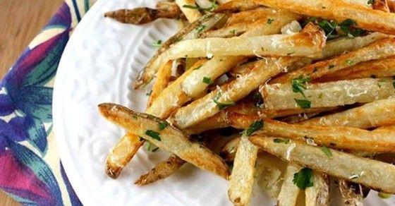 Zdravé a chutné zelerové hranolky. Vyskúšajte ich podľa nášho receptu! http://www.tojenapad.sk/hranolky-zo-zeleru-su-zdrave-a-velmi-chutne/  #hranolky #fries #pečené #recept #recipe #zeler #celery #tojenápad