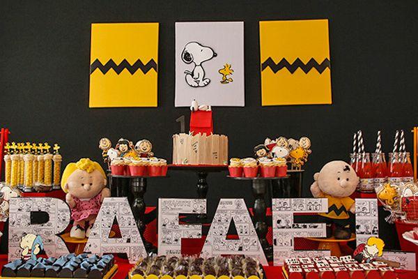 Festa infantil com tema Snoopy. Decoração criativa traz elementos da história para a mesa de doces