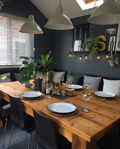 Dark Walls Always Add Drama To A Space Here It Makes Great Contrast Of Color With The Table