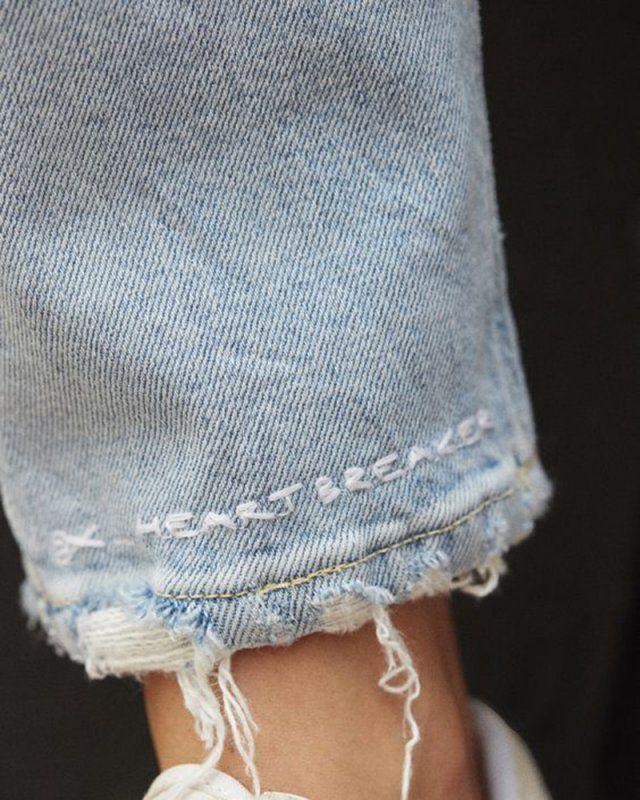 Message brodé sur un jean / broder un jean