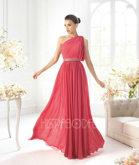 Vestido estilo romano.                                                                                                                                                                                 Más
