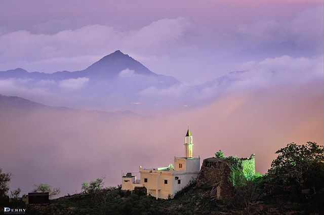 طابت اوقاتكم صورة من رجال المع بني جونة قرية القارية بعد المغرب يوم الأحد 6 10 1440 Photo Clouds Outdoor