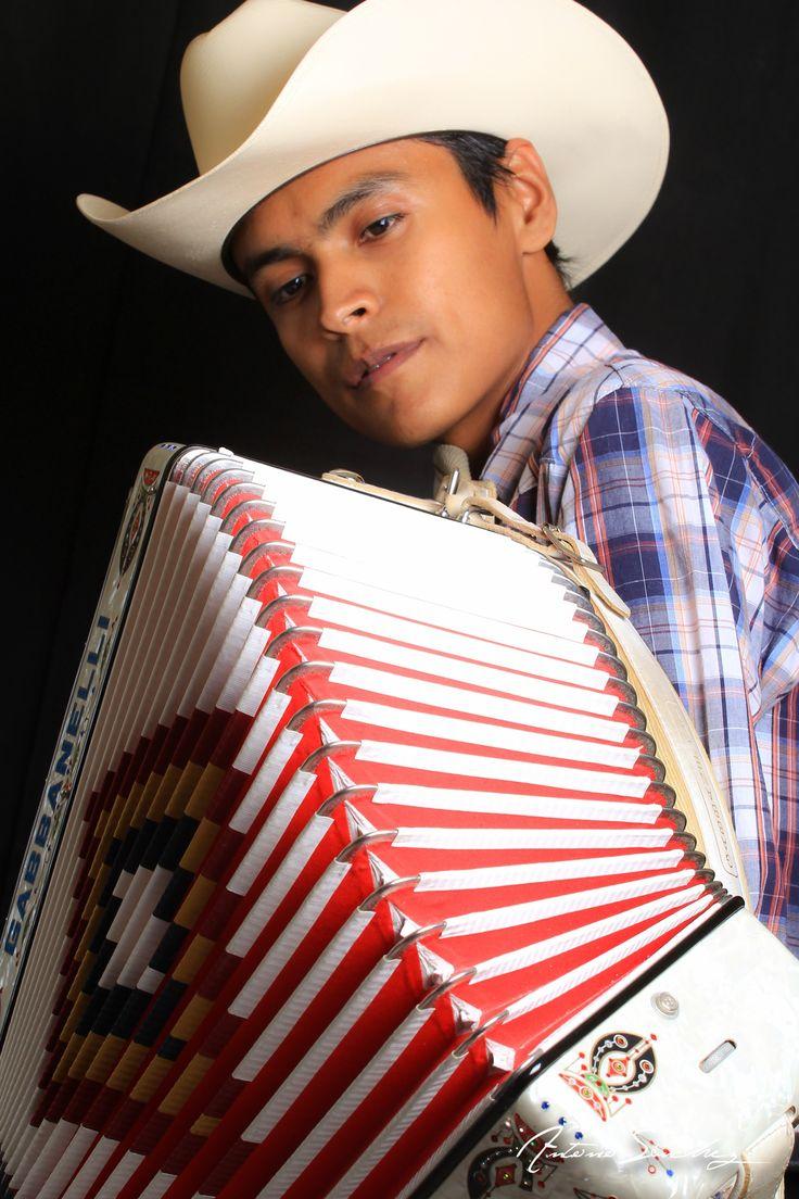 Mi acordeon y yo  #Canon #canonshot #canonshots #canont3i #canont3ishot #canont3ishots #canon60dshot #canon60dshots #canon60dpick #canon60dpicks #canon60d #canont3ipick #canont3ipicks #Canonphotograpy #Canonphotograper #Canonmexico #mexico #fotografomonterrey #acordeon #gabbanelli #accordions #acordion #musician #musico