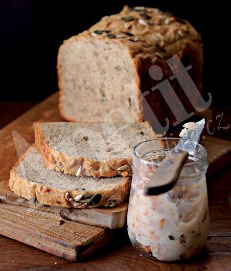 Pivní chléb s domácími škvarky