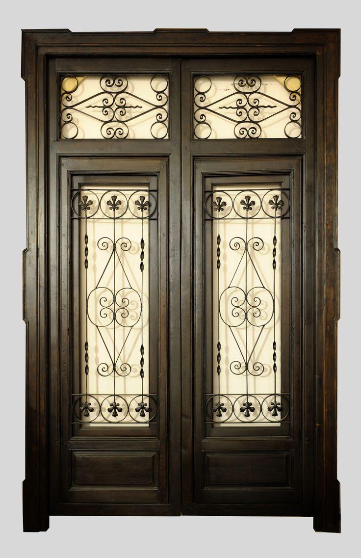 Porton de zaguan en madera de pino y forja con dos puertas for Puertas y portones de madera