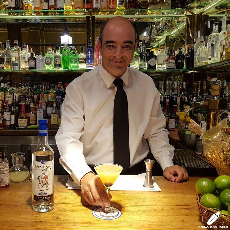"""Con gran clase y estilo, el bartender David González nos presenta su cóctel """"Endemoniado"""".    #CopasConEstilo #Bartender #Cocktail #Coctelería #Cóctel #Cócteles #Madrid"""