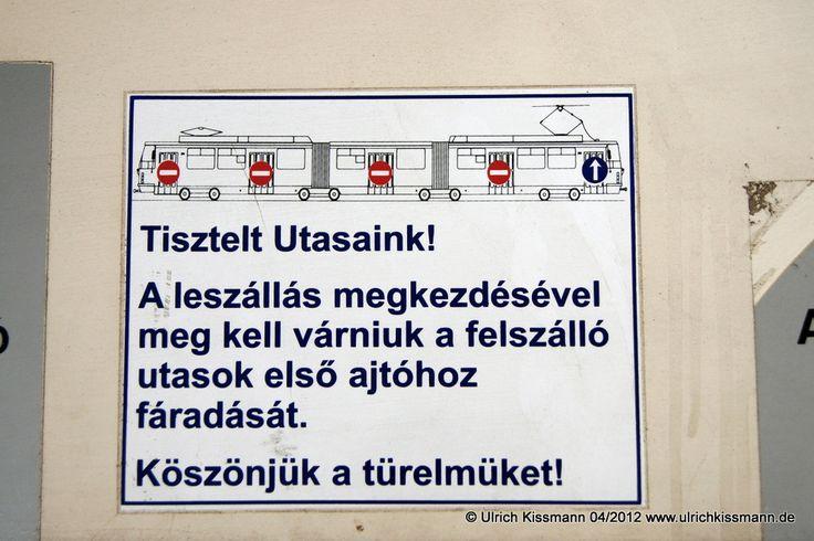 """188 Miskolc Selyemrét 17.04.2012 - hier """"darf"""" man nur vorne zur Ticketkontrolle einsteigen, aber daran hält sich niemand :-) - SGP E1"""