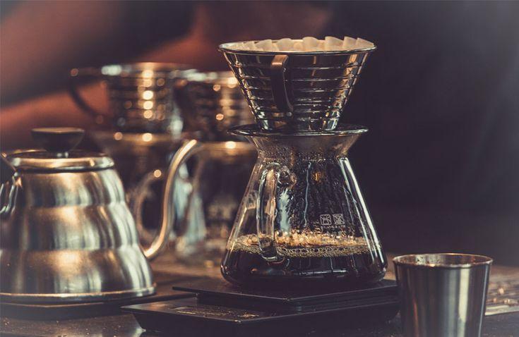 """Siebträger, French Press oder doch derklassische Filterkaffee: Die Zubereitungsarten für Kaffee sindvielfältig, ebenso das Angebot an Geräten. Eine Auswahl besonders interessanterModelle – abseits derallgegenwärtigenVollautomaten – gibt es hier im """"Best of: Kaffezubereiter und Kaffeemaschinen"""". Die French-Press-Kannenvon Bodum kennt jeder. Wer … Weiterlesen"""