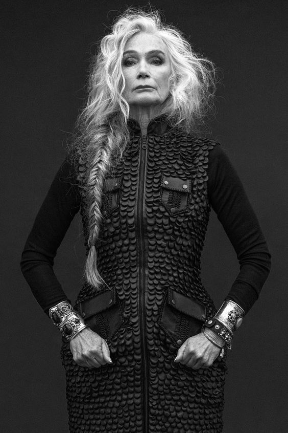 Ältere Frauen, lange Frisuren – Bereiten Sie sich auf 2018 vor